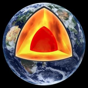 Bei der Entstehung unseres Planeten haben sich radioaktive Elemente im Erdinnern gebildet, die aufgrund ihrer extrem langen Halbwertzeit auch nach Milliarden von Jahren Strahlung abgeben.