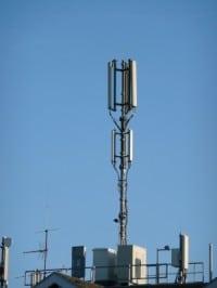 Ein exemplar von normalen Mobilfunkmasten der Schweiz