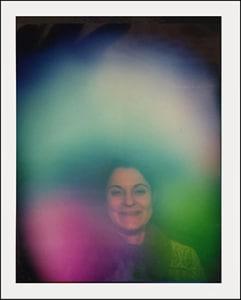 Die zweite Aura-Aufnahme derselben Frau nach 90-minütigem Tragen der Swiss Harmony BodyCard zeigt deutliche Unterschiede